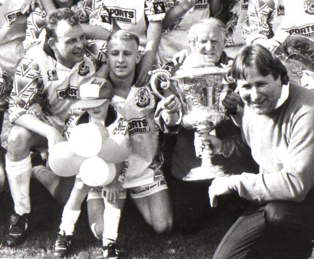 Davie, Tom Brown , Mick Morran and Alan Rough with the Scottish Junior Cup