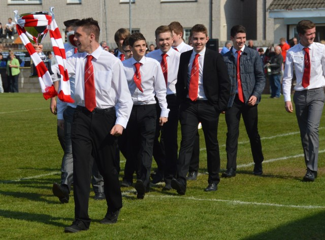 Glenafton U17s parade the League Cup