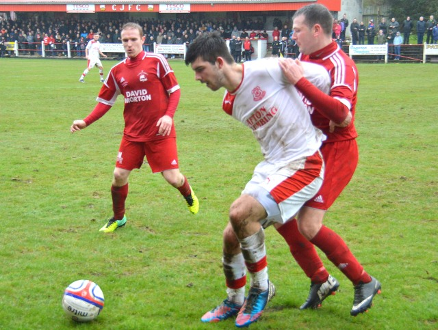 Michael Reilly holds off the Mariners