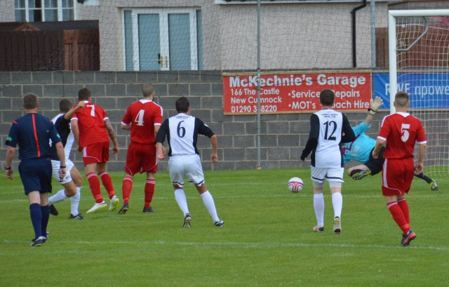 'Knock on Wood, Kieron puts Cumnock ahead