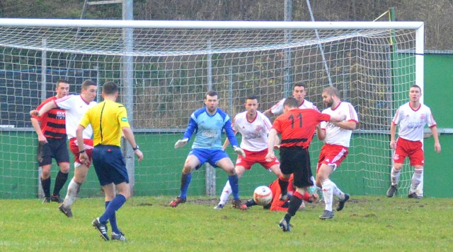 Chris Duff tees up the equaliser